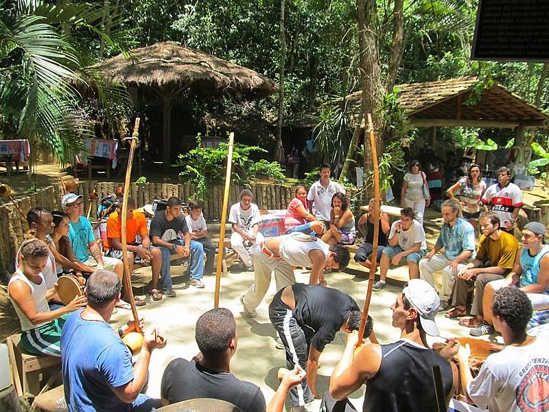 Hoje, na sexta geração da família Bonfim, o Quilombo do Grotão consolidou-se como celeiro da resistência da cultura negra