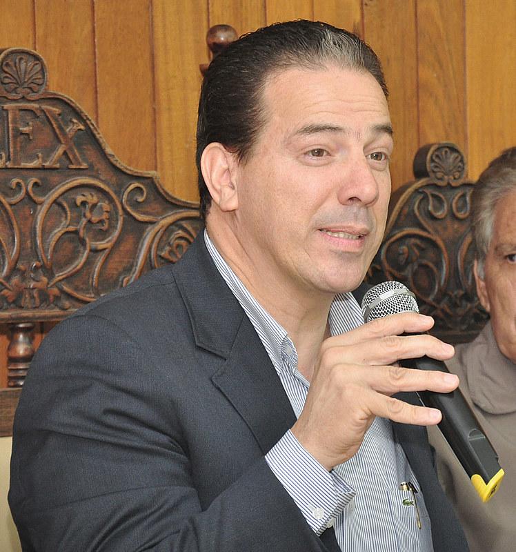 Muniz teve a candidatura negada, mas um habeas corpus concedido pelo Supremo Tribunal Federal permitiu que ele voltasse à disputa