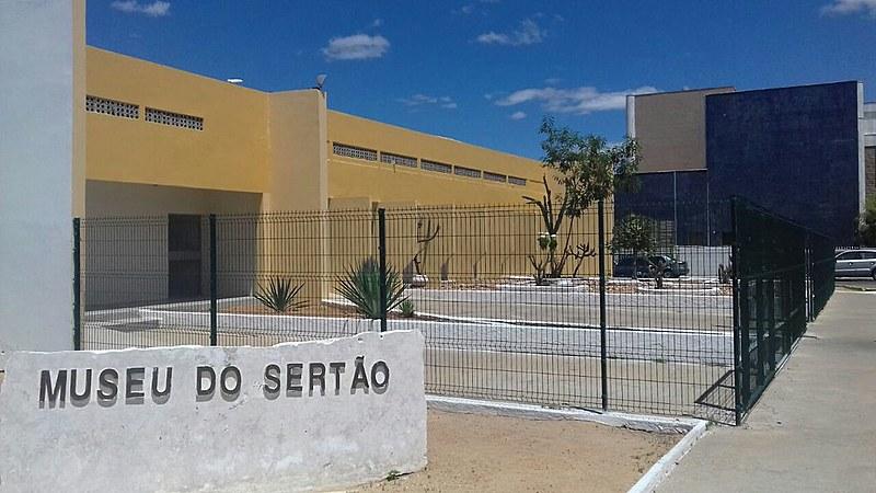 O único museu da cidade tem um acervo de cerca de 3.500 peças que contam a história do sertão e da cidade onde é sediado