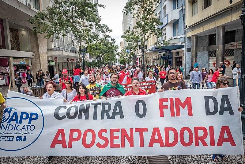 Manifestação contra a reforma da Previdência no início deste ano no Paraná