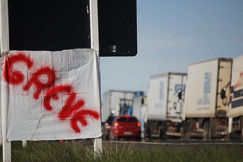 Desde segunda-feira (21), caminhoneiros fazem bloqueios em rodovias das cinco regiões do Brasil