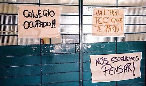 Movimento chamado de Primavera Secundarista ocupa 730 escolas pelo Brasil.