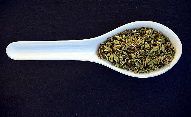 Além de dar sabor na comida, o orégano é recomendado para aliviar problemas respiratórios e para melhorar a digestão.