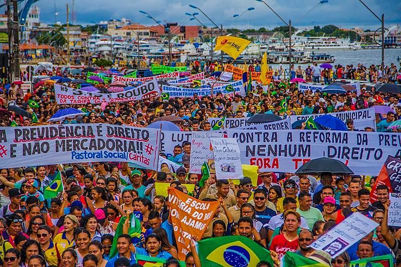 Manifestantes ocupam aa ruas em Santarém (PA) no dia 28 de abril (28A)