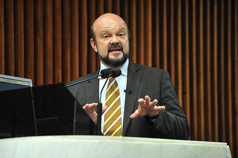 Reitor da UFPR, Ricardo Fonseca, afirma que universidade fecha se proposta de corte seguir