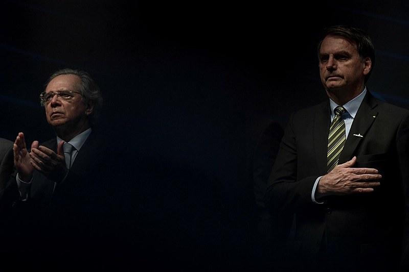 """Bolsonaro não quis comentar o tema e disse querer falar do seu novo partido, que terá o número 38: """"Eu falo de AI-38. Quer falar de AI-38?"""""""