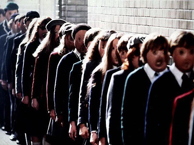 Cena do filme The Wall, de 1982, dirigido por Allan Parker e inspirado na do grupo Pink Floyd criticando o fascismo no ensino