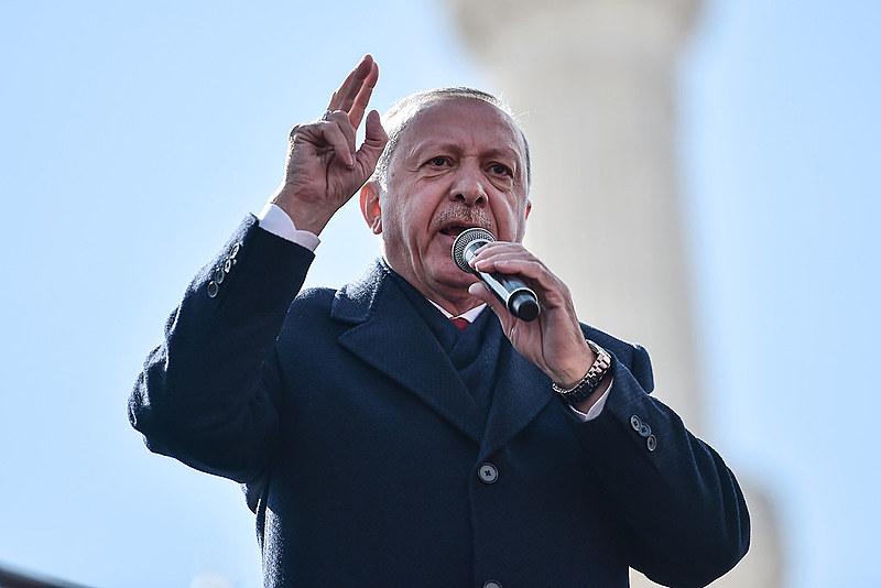 Militantes protestam contra condições em que administração do país, liderada por Erdogan, mantém preso Abdullah Ocalan