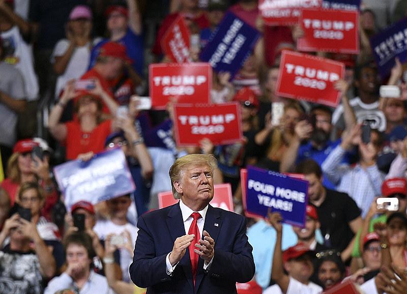 """Com o slogan """"Keep America great"""" (Mantenha a América grande), o republicano elogiou o crescimento da economia norte-americana"""