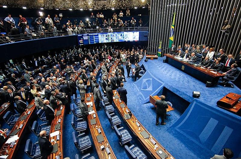Senadores votam pela abertura do processo de impeachment, em 12 de maio de 2016