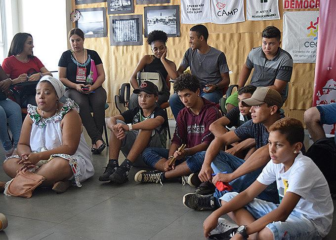 Roda de conversa reuniu jovens, militantes e pesquisadores, na tarde dessa quarta-feira (22)