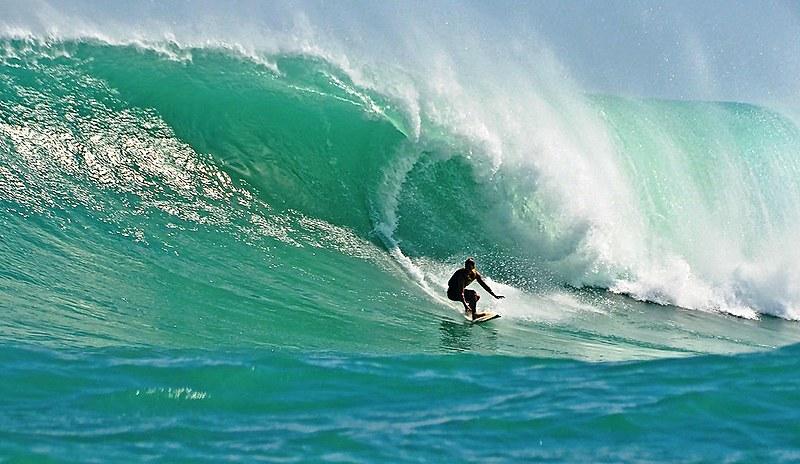 Em todo estado, praias têm ondas tranquilas, para iniciantes, e mais poderosas, para profissionais