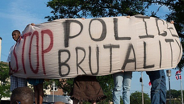 Protesto contra violência e abusos policiais nos EUA