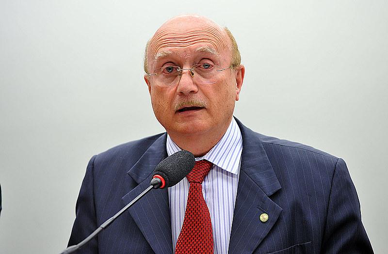 Serraglio é advogado e foi aluno de Temer, na década de 1980. Deputado fisiológico, elegeu-se em 1999