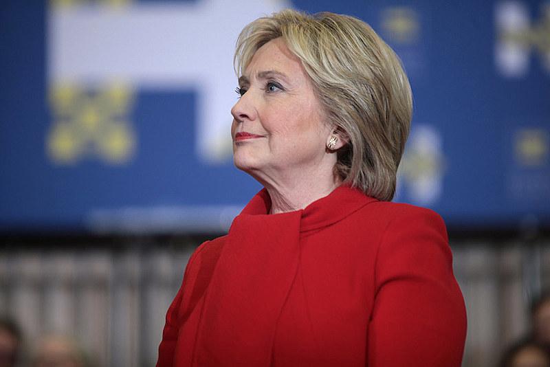 A candidatura de Hillary Clinton à Presidência dos UA foi oficializada pelo Partido Democrata