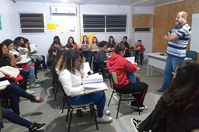 Em um mês de funcionamento, iniciativa busca romper os ciclos de desemprego e vulnerabilidade social na periferia com acesso à educação