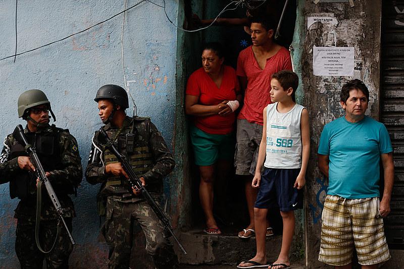 Segundo moradores das favelas e áreas de conflito da capital, a medida significa violação de direitos para os mais pobres
