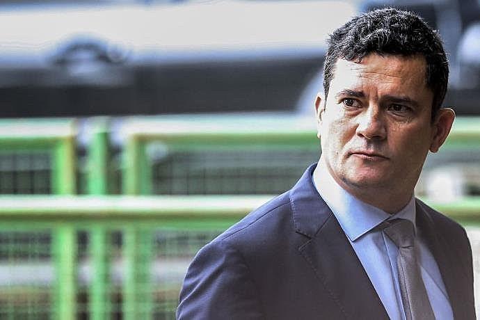 O novo ministro da Justiça se omite quando as denúncias atingem em cheio a família Bolsonaro