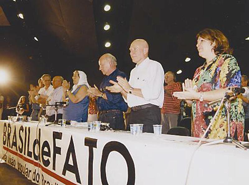 Aleida Guevara, Sebastião Salgado, Eduardo Galeano, Hebe Bonafini, Dom Tomás Balduíno, Plínio de Arruda Sampaio, entre outras personalidades latino-americanas, estiveram presentes no lançamento do Brasil de Fato nacional