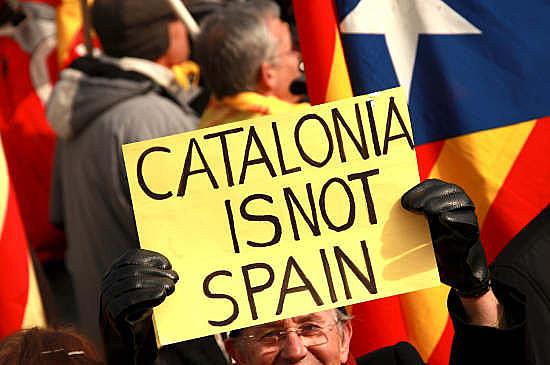 Manifestantes se reuniram em Barcelona para protestar contra violência policial