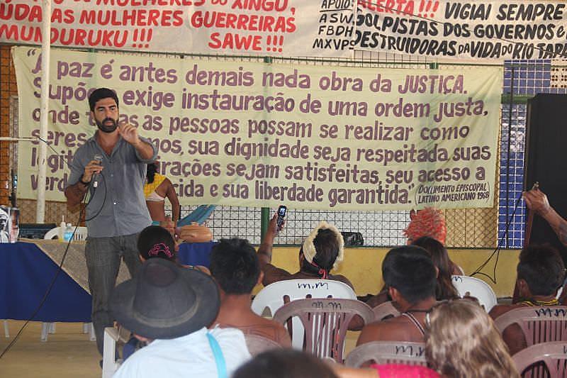 O promotor Luiz de Camões Boaventura durante audiência em município do Pará