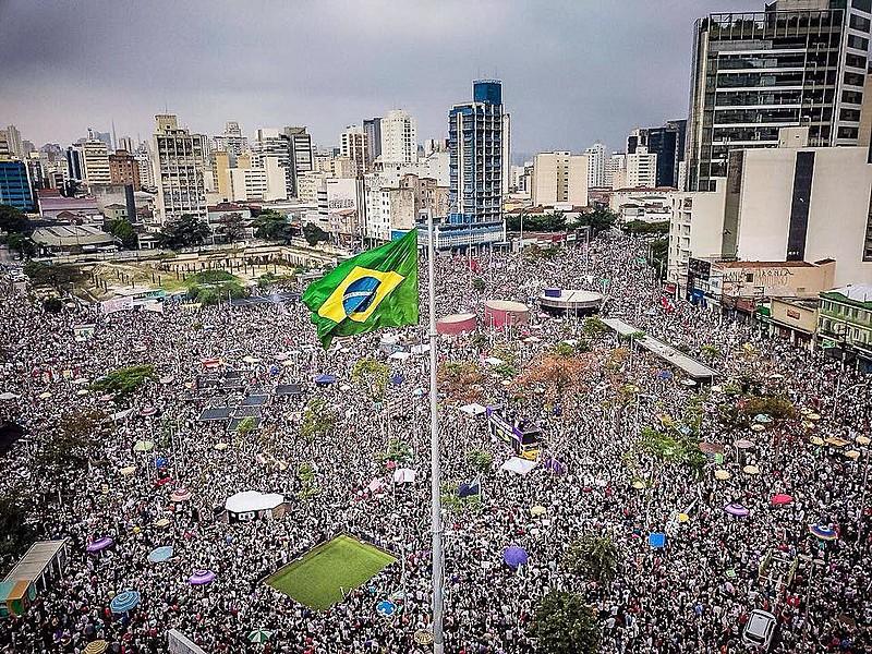 """Concentração do ato """"Ele Não"""" no Largo da Batata, em São Paulo (SP), onde mais de 500 mil pessoas saíram às ruas"""