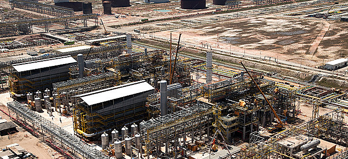 Complexo da Petrobras no Rio de Janeiro; refinarias operam com dois terços de sua capacidade