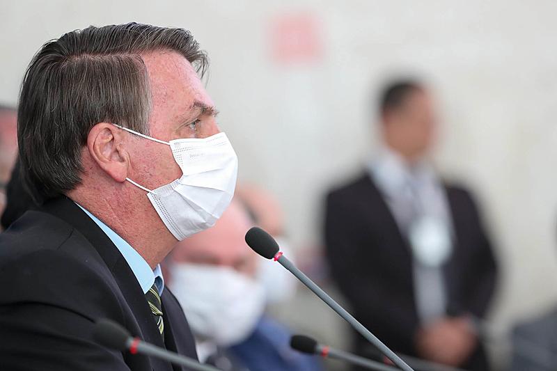 bolsonaro coronavirus de mascara