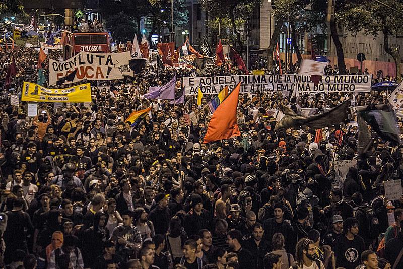 """""""Mais uma vez, o nosso irrestrito apoio e a nossa total solidariedade ao José Valdir e Luiz Batista do MST, presos políticos em Goiás"""""""