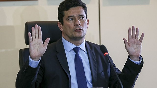"""""""Russo deferiu uma busca que não foi pedida por ninguém…hahahah. Kkkkk"""", escreveu o delegado Luciano Flores em referência à Sérgio Moro"""