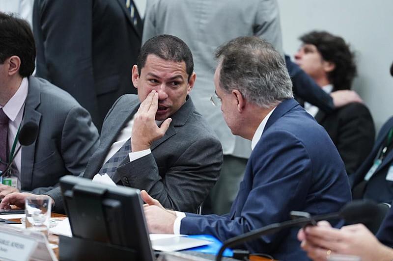 Governo Bolsonaro vai liberar R$ 20 milhões para cada deputado que votar a favor da reforma