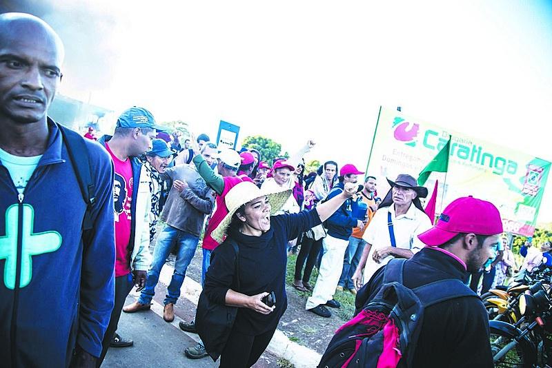 Trabalhadores resistem na luta pela democracia em todo o país