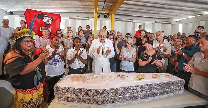 Funeral do irmão mais velho de Lula, Vavá, foi realizado na tarde desta quarta-feira (30) em São Bernardo do Campo