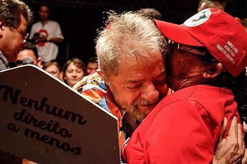 Lula da Silva y Maria Lima, una de las fundadoras del MST, durante la Caravana de Lula por la región nordeste de Brasil