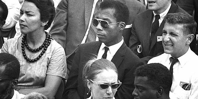 """""""Eu não sou seu negro"""" traz as observações atemporais e potentes do escritor James Baldwin sobre a luta dos direitos civis americanos"""