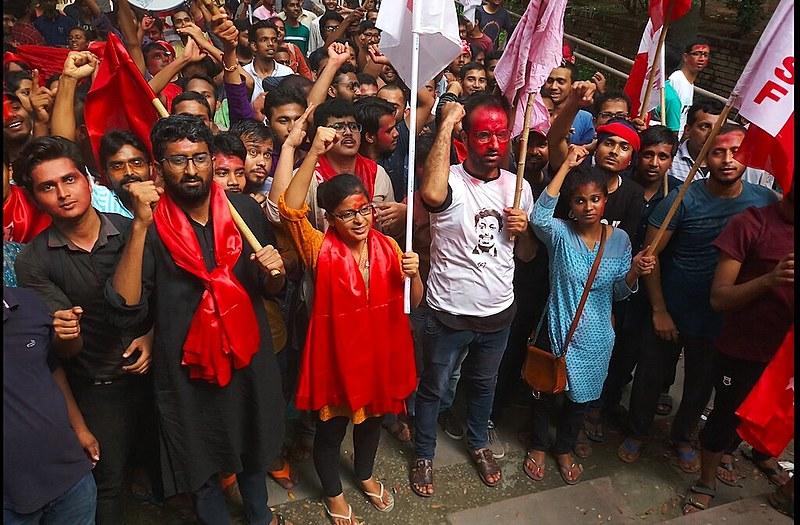 As lutas de estudantes na Índia, na França, no México e na Colômbia são o tema deste artigo