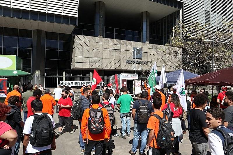 Agência Nacional do Petróleo (ANP), Federação Única dos Petroleiros (FUP) e movimentos sociais promoveram o ato nesta sexta (16)