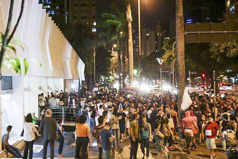 Protesto em frente ao Palácio das Artes, centro de BH, contra a censura