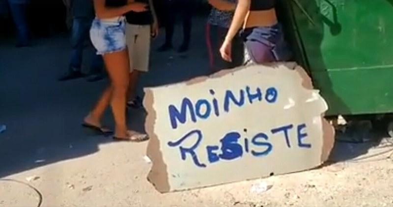 Moradores protestam contra violência em ação policial na Favela do Moinho nesta terça (27)
