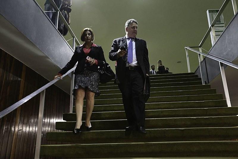 Além de Garotinho e Rosinha, outras três pessoas acusadas de participação no esquema foram presas nesta terça-feira (03)