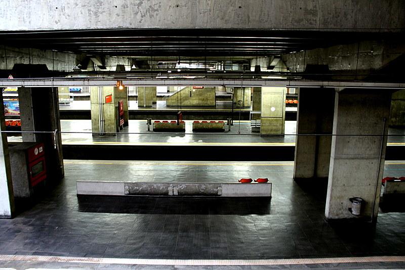 Estação da CPTM, na cidade de São Paulo, amanheceu completamente vazia; episódio se repetiu por diversos pontos da cidade.