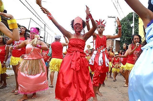 A Associação Cultural Nação Mulambo atua desde 1997 desenvolvendo em crianças e adolescentes habilidades com ritmos percussivos