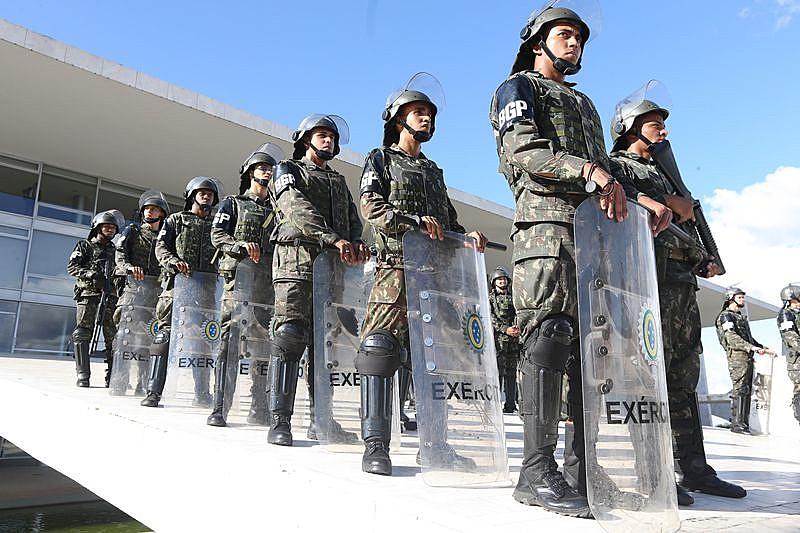 Cabos e soldados serão isentos dessa contribuição durante o serviço militar obrigatório