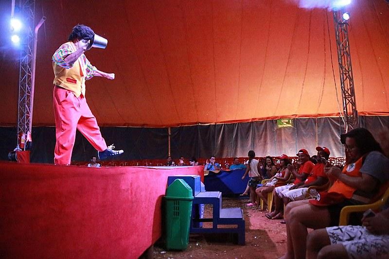 Em Sobradinho (DF), sem-terra são convidados para assistir espetáculo de circo