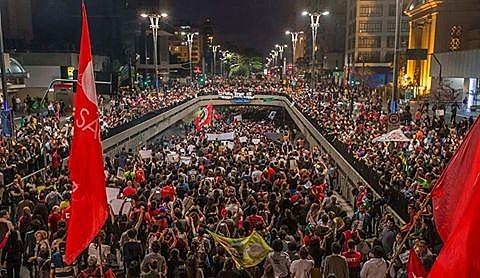 """Dia nacional de paralisação e mobilização por nenhum direito a menos, nesta quinta-feira (22), é um """"esquenta"""" para a construção de uma greve geral"""
