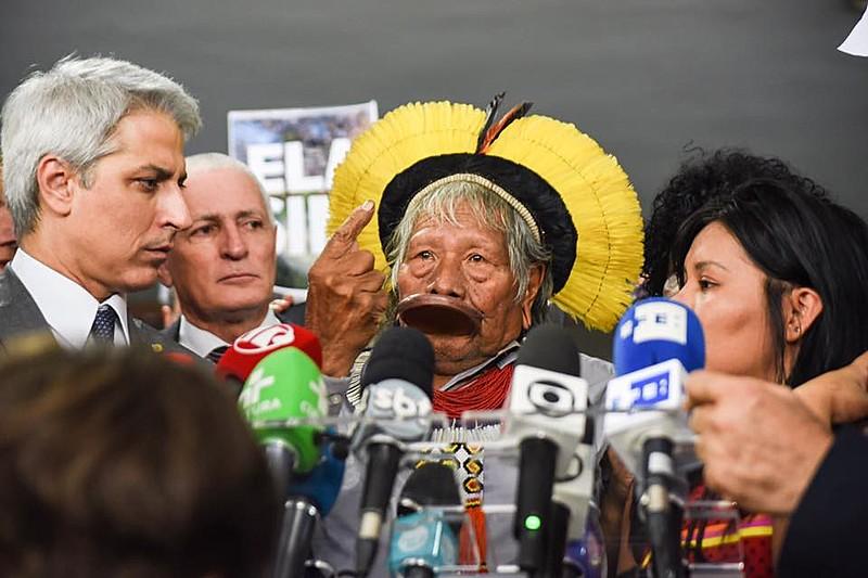 Em desagravo coletivo, indígenas, parceiros e parlamentares de oposição criticaram discurso do presidente na ONU