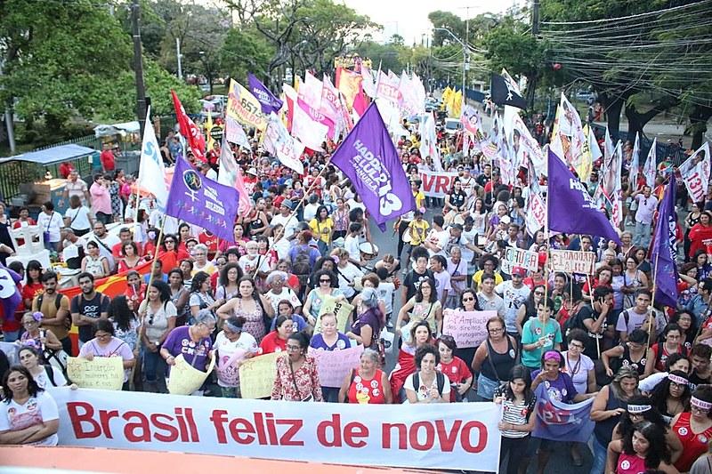 Em todo o país, mulheres vem encabeçando atos de apoio à Haddad e Manuela resgatando o slogan da campanha presidencial