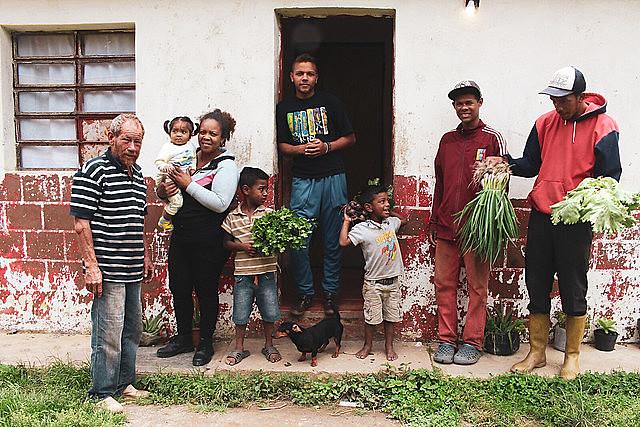 A família da agricultora Arlenys Colmenares trabalha em uma das 3120 comunas registradas na Venezuela