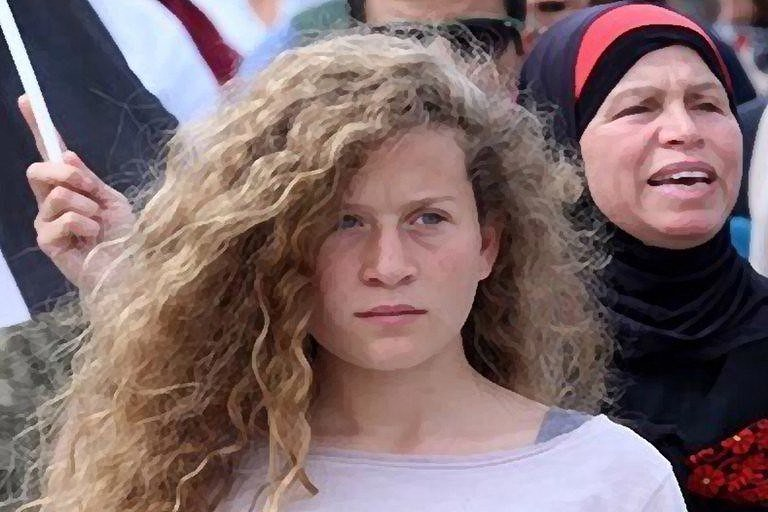 A jovem foi recebida como uma heroína pelo povo palestino e apoiadores da causa