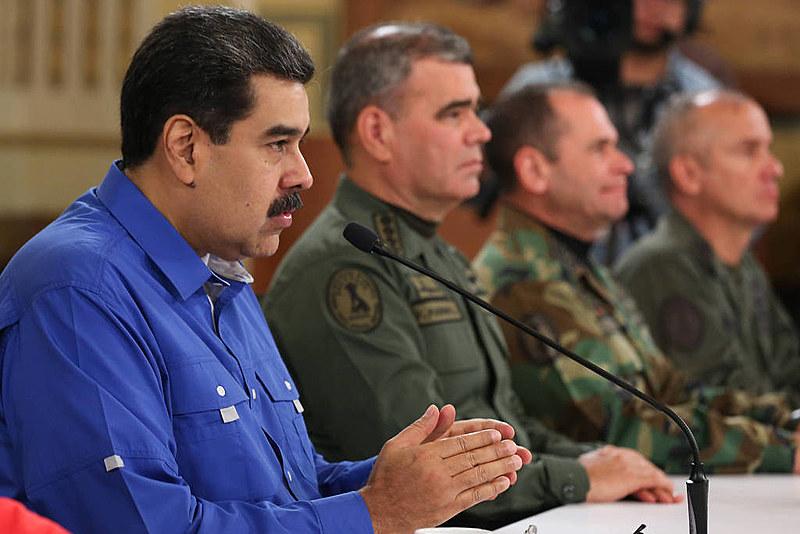 """Maduro declara vitória sobre """"golpistas"""" após dia de tensão na Venezuela"""
